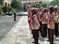 Dalam Rangka Menyambut HUT RI Ke-74, Babinsa Koramil 16/PR Latih Paskibraka