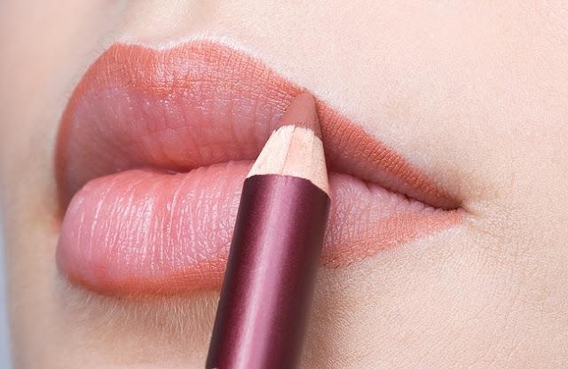 Pingin Punya Bibir Tipis-tipis? Cuma Disini Aja Loh Tips Menipiskan Bibir Tanpa Operasi!