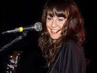 Daniela Herrero microfono