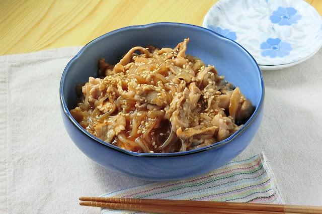 酸っぱ辛くておいしい!酸辣麻婆の素でつくる豚肉と糸こんにゃくの炒め煮