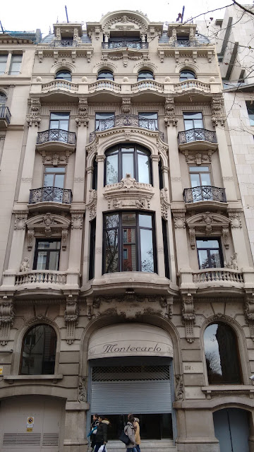 BARCELONA – BALCONIES AND BLUE EYES