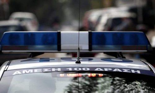 Στην Εγνατία οδό στο ύψος του Δροσοχωρίου συνελήφθησαν από αστυνομικούς του Αστυνομικού Τμήματος Κόνιτσας και του Τμήματος Συνοριακής Φύλαξης Κόνιτσας ημεδαπός και αλλοδαπός, σε βάρος των οποίων σχηματίστηκε κακουργηματικού χαρακτήρα δικογραφία για μεταφορά παράτυπου μετανάστη.