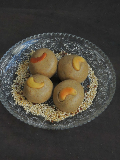 Quinoa laddoos with flaxseeds