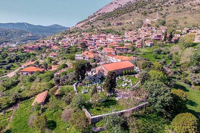 Gökçeada'da Rum köylerinden biri olan Zeytinliköy'ü mutlaka ziyaret etmelisiniz.