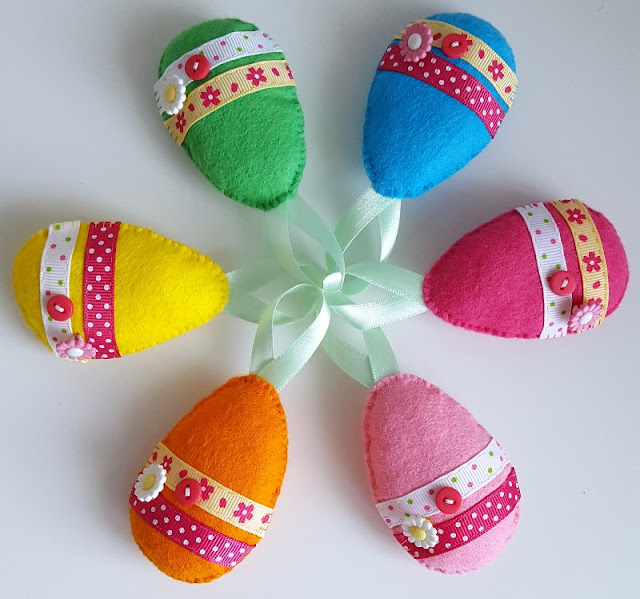 Looking for cute and easy Easter craft inspiration?  Try making these bright and colourful felt Easter eggs - quick and easy!  Click to find out more...