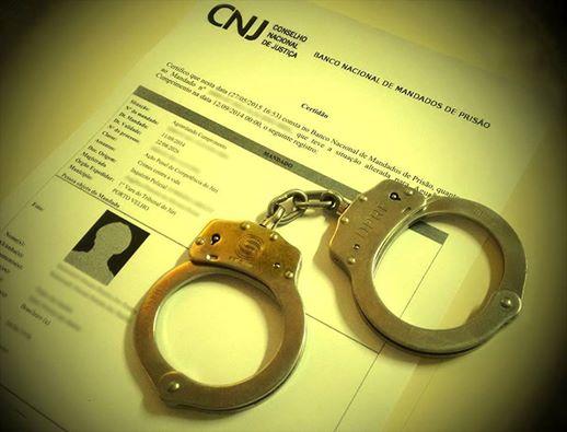 Mulher é presa por força de mandado judicial na cidade de Sousa
