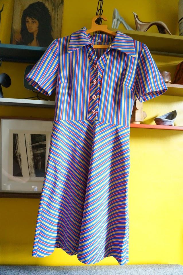 une robe rayée des années 70   1970s chevron dress