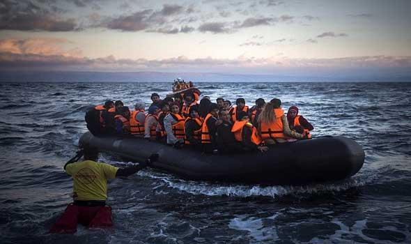 وصول عدد كبير من اللاجئين إلى إحدى الجزر اليونانية وأثينا تستدعي السفير التركي