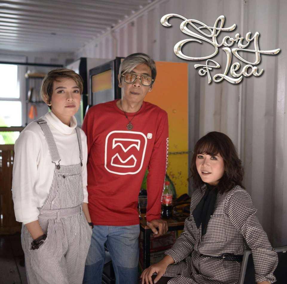 Para personal grup musik Story of Lea bersama Dicky Eks Drummer Five Minutes. (Dok. Istimewa)