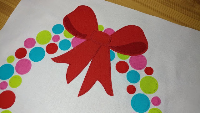 FREE quilt block pattern for a fun and modern Christmas wreath