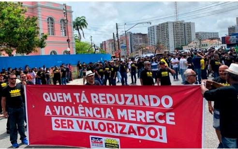 Policiais civis de Pernambuco decidem não parar durante Carnaval.