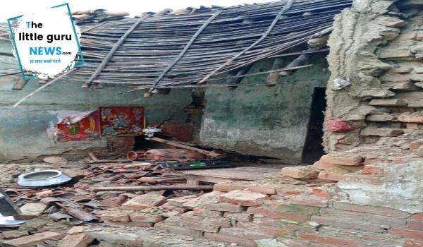 लगातार हो रही बारिश से दर्ज़न भर घर गिरे, किसी के हताहत की सूचना नहीं