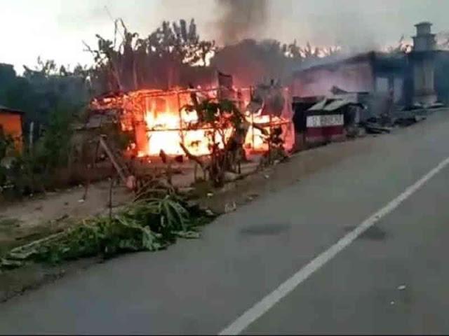 Bentrok Antar Warga Sampoabalo dan Gunung Jaya, 56 Rumah dan Kendaraan Terbakar