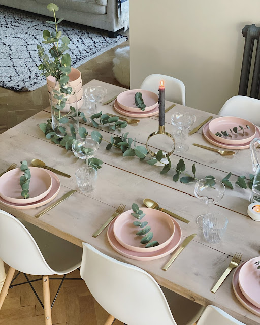 Gold green pink tablescape