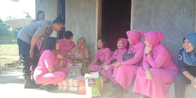 Bhayangkari Peduli Du'afa, 18 Warga Lutra Dapat Bantuan Sembako