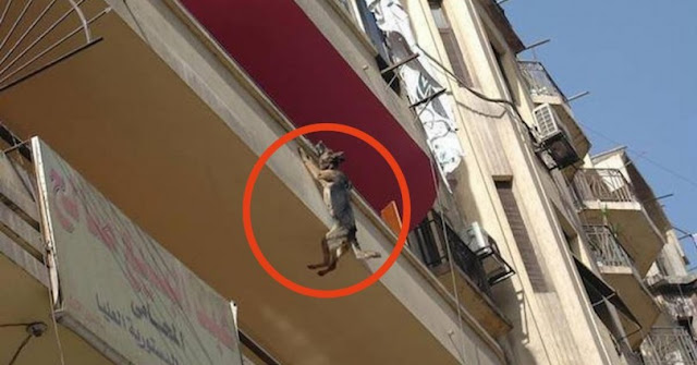 Κρεμόταν από το μπαλκόνι για 5 ώρες. Όταν τη βρήκαν οι διασώστες, δεν πίστευαν στα μάτια τους!