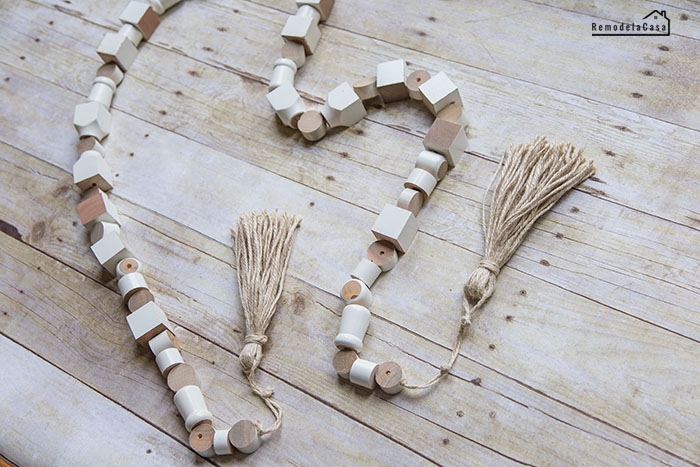 How to make a big wooden garland with tassels