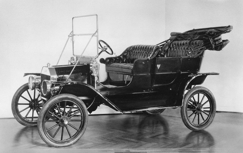 Lịch sử hình thành vô lăng ô tô và hệ thống lái trợ lực