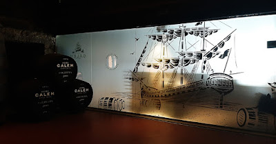 embarcação desenhada na parede