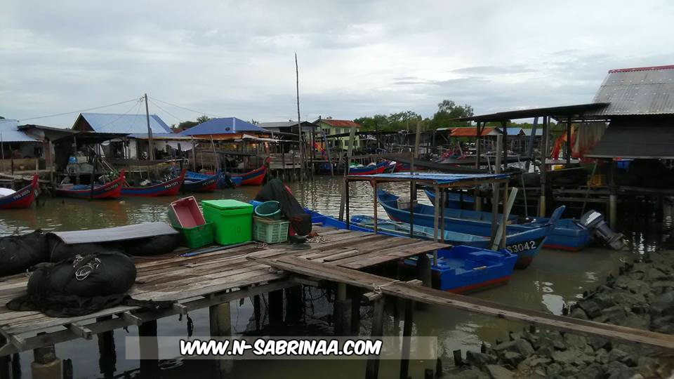 Perkampungan nelayan Bagan Tiang Tanjung Piandang