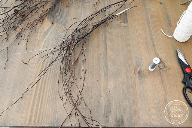 Zweige zu einem Bündel formen