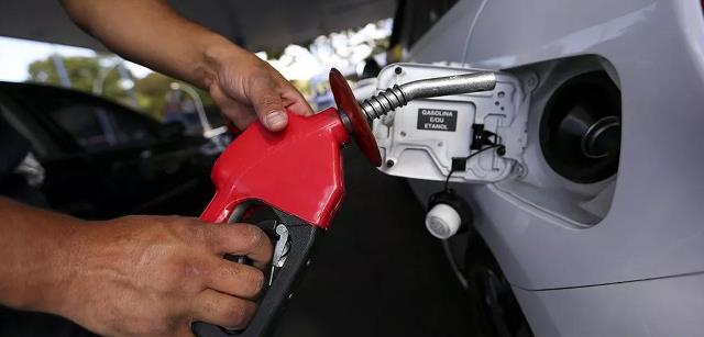 Petrobras reduz preços da gasolina em 9,5% e do diesel em 6,5%