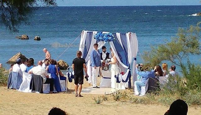 Χανιά: Ο γάμος στην παραλία που έγινε θέμα συζήτησης – Γαμπρός και νύφη σε πελάγη ευτυχίας