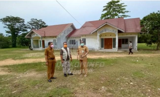 Kepala Diskominfo Kabupaten Lingga Mengunjungi Ruang Isolasi Bagi Pasien Covid-19