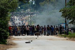 Deadly protests in Zimbabwe over economic crisis