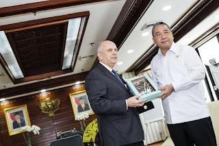 Menteri Desa, Pembangunan Daerah Tertinggal dan Transmigrasi Eko Putro Sandjojo menerima kunjungan kehormatan dari Duta Besar Amerika Serikat untuk Indonesia, Joseph R. Donovan Jr.