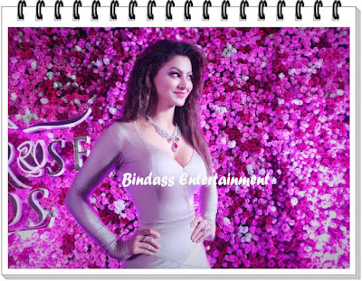 uravashi-rautela-in-lux-golden-rose-awards-4