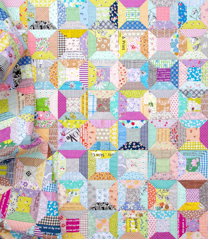 Scrappy Spool Block Quilt - with link to Spool Block Tutorial (with inset seams | © Red Pepper Quilts 2018 #scrapquilt #spoolblocktutorial #sewingtutorial #redpepperquilts