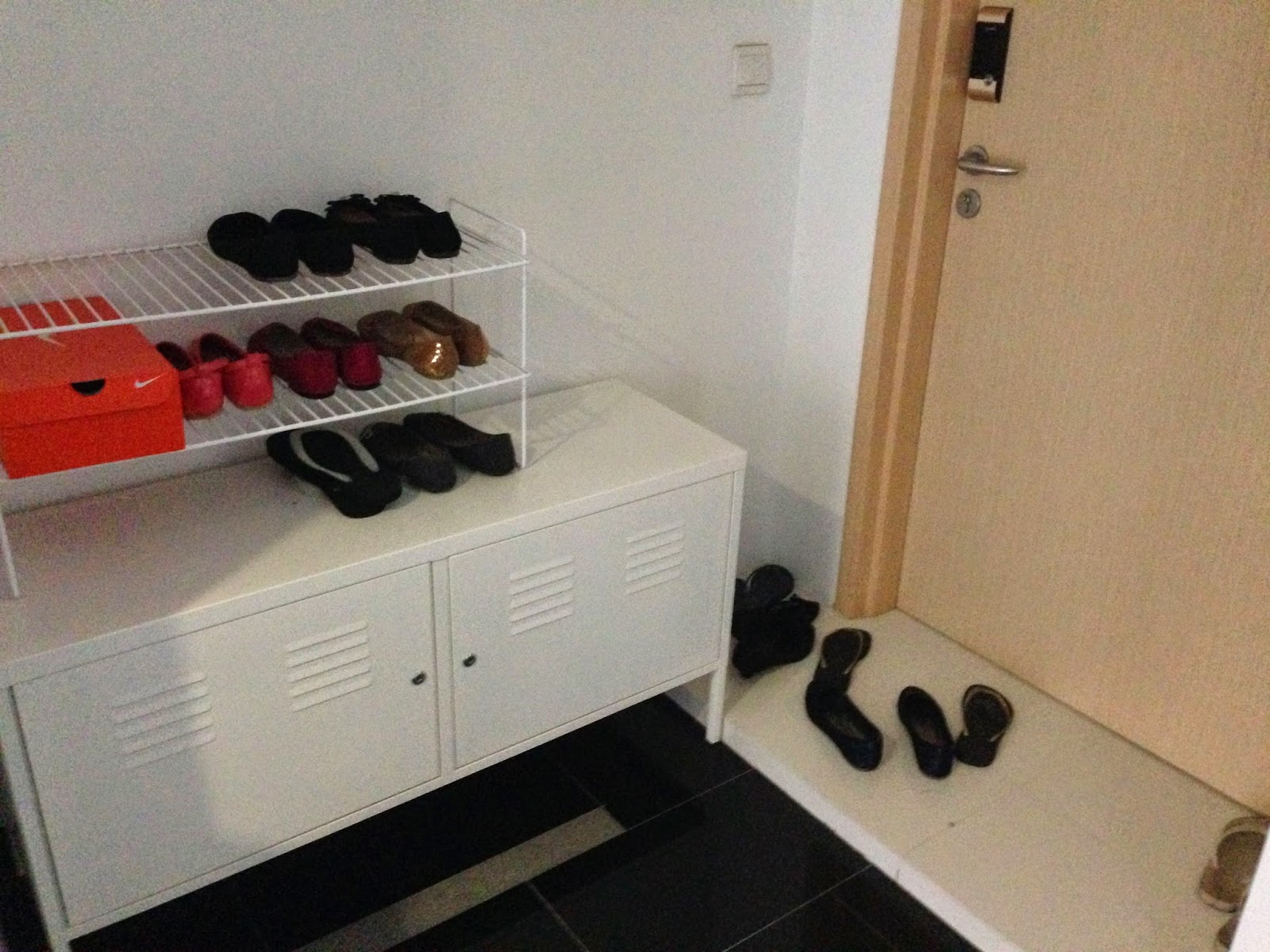 les chaussures l 39 entr e un zeste de singapour. Black Bedroom Furniture Sets. Home Design Ideas