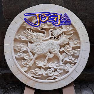 Relief gambar kilin, Ukiran batu alam untuk hiasan tempel pada dinding yang disebut relief dinding
