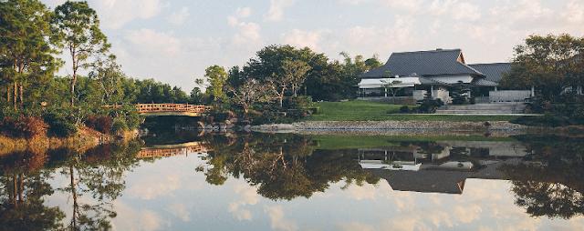 Vista do lago de Morikami Japanese Gardens em Miami