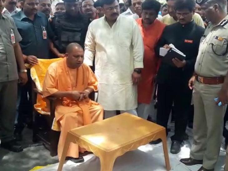 कासगंज: CM योगी आदित्यनाथ की सुरक्षा में हुई असावधानी खेत में हुई लैंडिंग