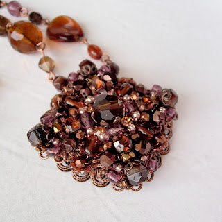 dark brown rhinestone necklace #vintagestyle #rhinestone #necklace #brown #chocolate #jewelry #rhinestonejewelry #mdmButiik