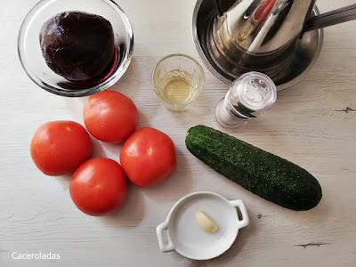 Ingredientes para gazpacho de remolacha