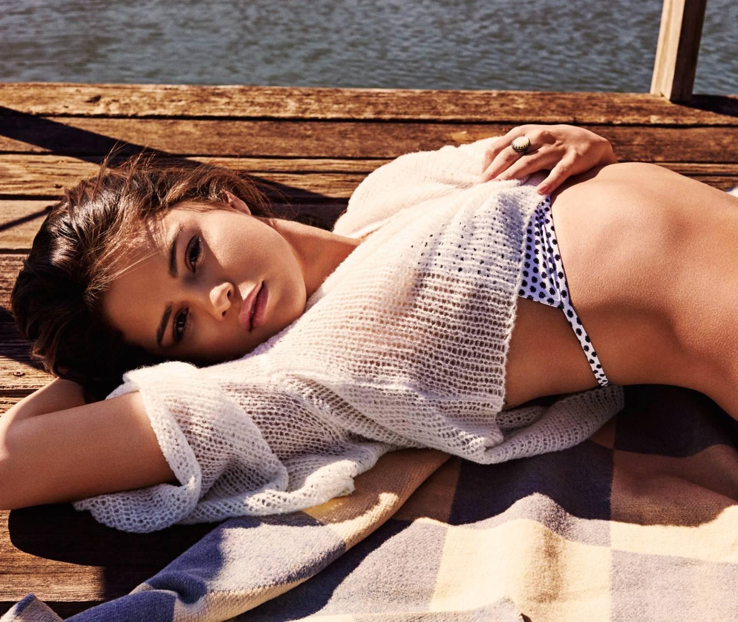 Selena Gomez vếu to gợi cảm và bộ hình nền HD wallpaper miễn phí cho điện thoại