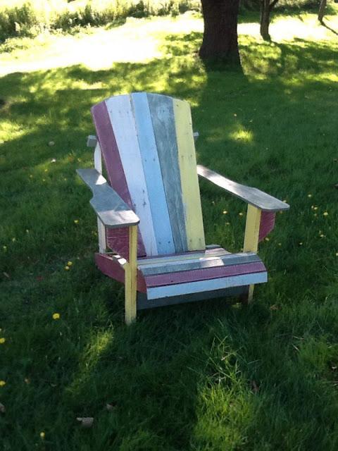 Desain kursi inspiratif dari palet bekas