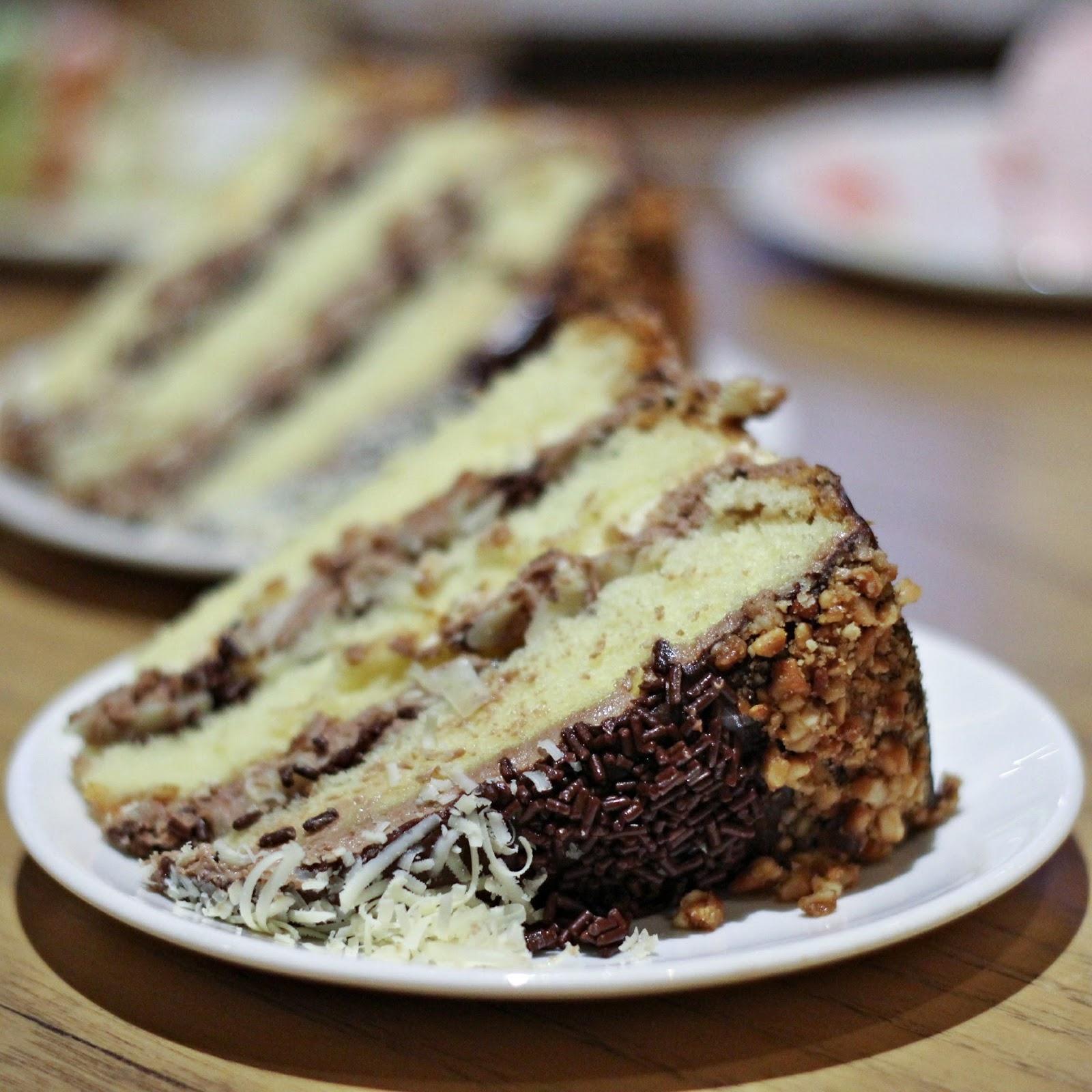 Moist Vanilla Sponge Cake Without Eggs