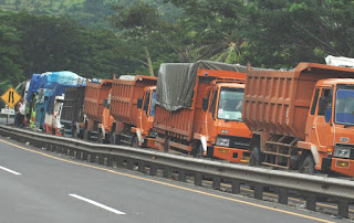 Hari Ini Uji Coba Pembatasan Truk di Kedua Jalur Tol Cikampek