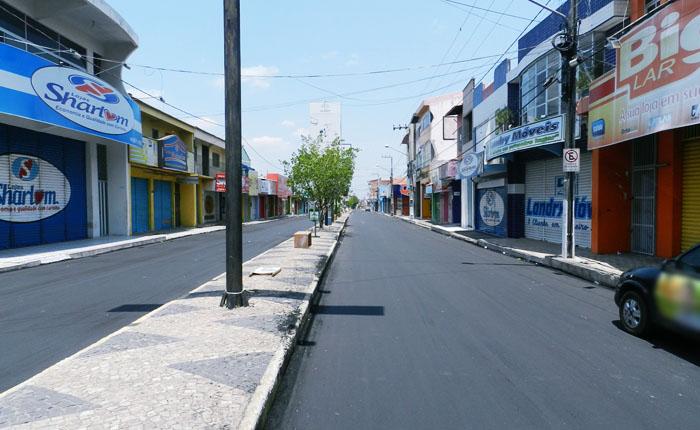 Chapadinha (MA), Avenida Oliveira Roma - Comércio fechado