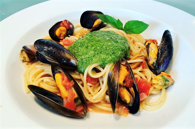 Spaghetti with Mussels, Tomato Sauce & Pesto