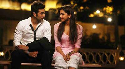 10 أمور تؤكد لك أن المرأة او الفتاة تحبك في السر امرأة تحب رجل تجلس على مقعد الحديقة man woman love indian chair bench garden
