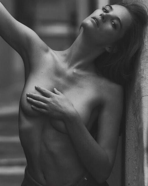 Alexina Graham cleavage
