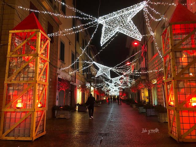 Luces navideñas singulares en Pontedera