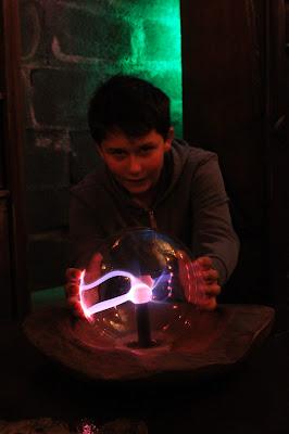 Zauberer Kindergeburtstag mit echter Zauberkugel