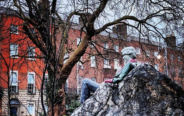 Dublin in a day itineraries: Oscar Wilde statue in Merrion Square