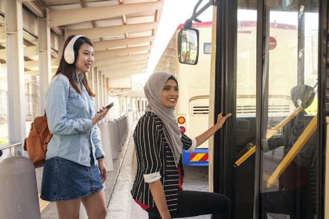 Transjakarta, LRT dan MRT Siap Menemani Warga Jakarta Nikmati Malam Tahun Baru
